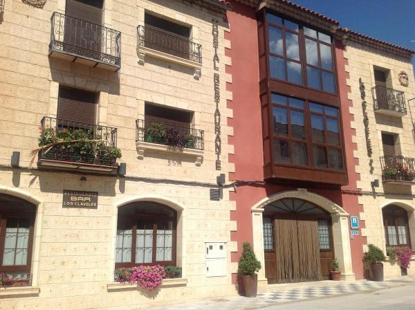 Hotel Pictures: Hostal Los Claveles, Priego