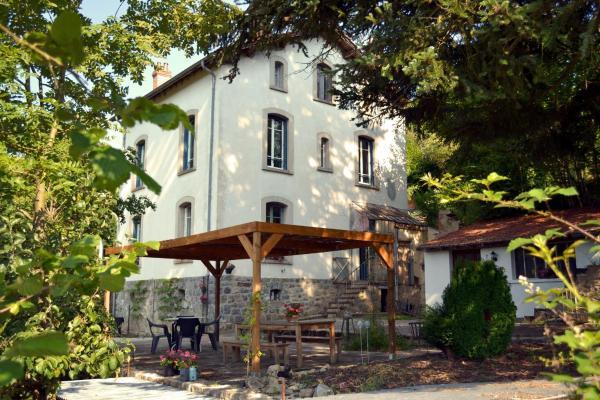 Hotel Pictures: Chambres et Table d'Hôtes Les Garachons, Sauret-Besserve