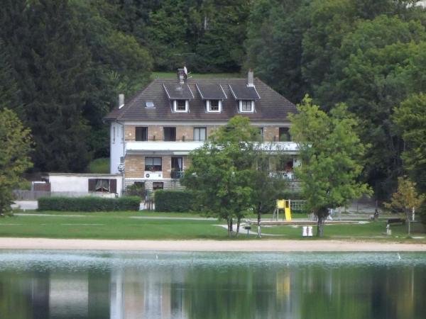 Hotel Pictures: Hotel Restaurant La Chaumiere du Lac, Clairvaux-les-Lacs