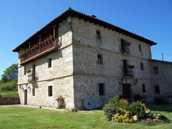 Hotel Pictures: Casas Rurales La Toba, Bezana