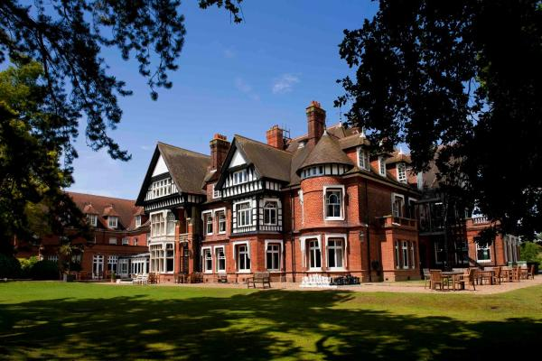 Hotel Pictures: Woodlands Park Hotel, Cobham