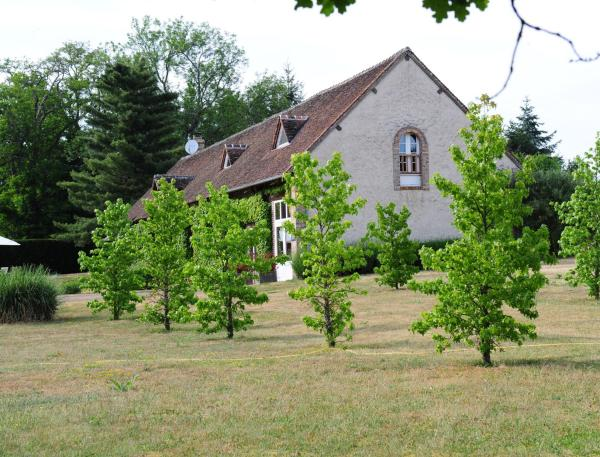 Hotel Pictures: Gîte Derby Country, Neuvy-sur-Barangeon
