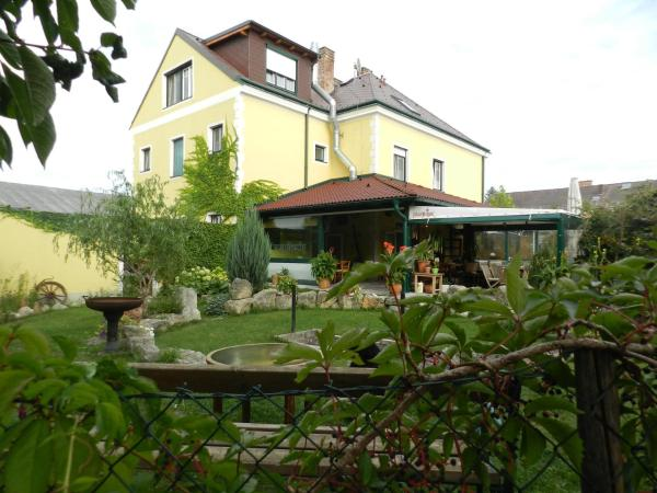 Фотографии отеля: Chalupub Gästehaus, Felixdorf