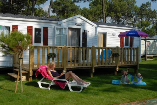 Three-Bedroom Mobile Home with Terrace