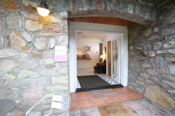 Hotel Pictures: Ewenny Farm Guest House, Bridgend