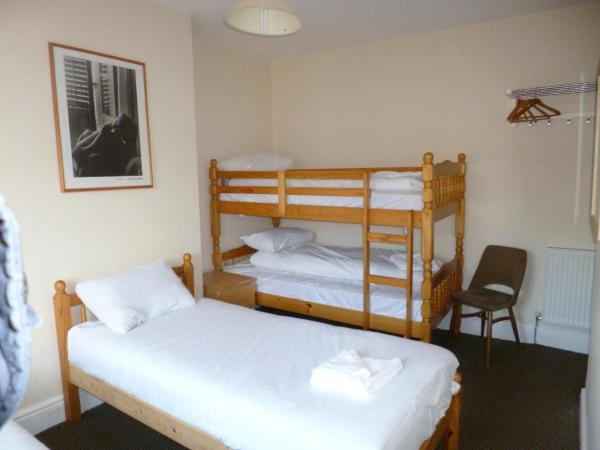 Triple Room with Bunk Bed and Shared Bathroom