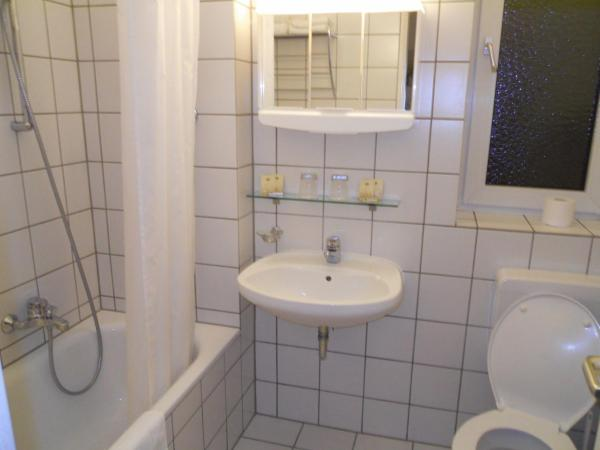 Studio Apartment (1 Adult)