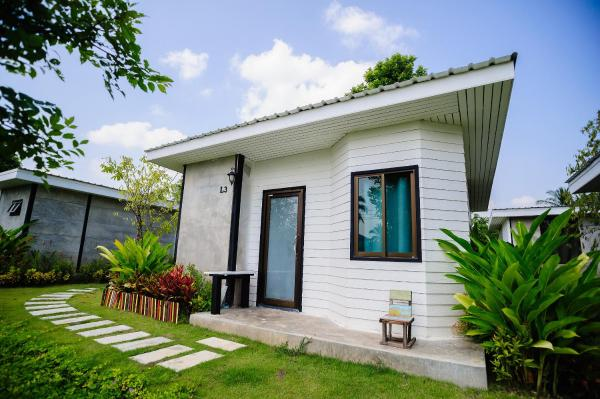 Family Bungalow with Garden View