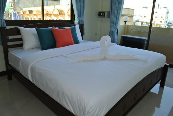 Deluxe Double Room with Partial Ocean View
