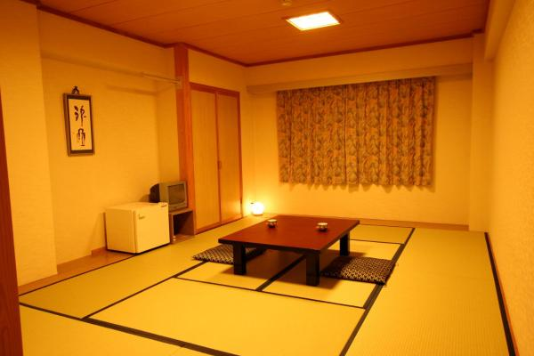 Japanese-Style Room with Shared Bathroom - Non-Smoking