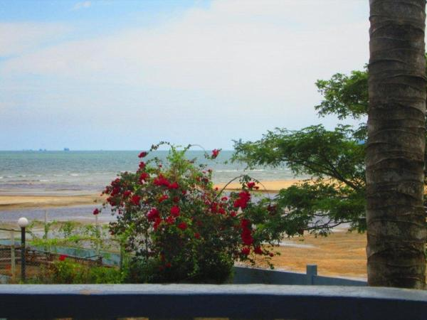Special Offer - Three-Bedroom Apartment with Sea View and Balcony