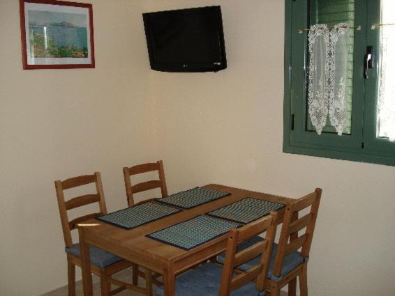 Family Room with Side Sea View  (2 Adults + 2 Children)