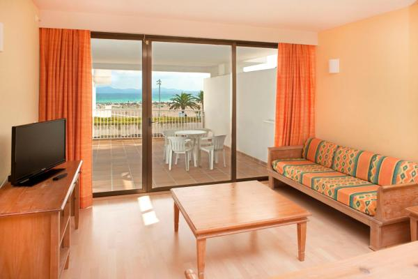 One-Bedroom Apartment with Sea View (2 Adults + 1 Child)