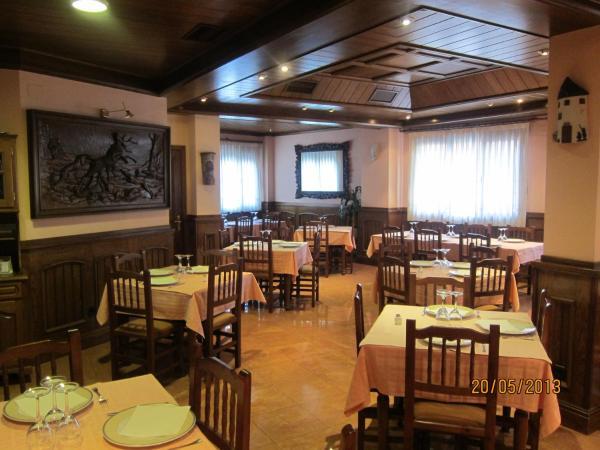 Hotel Pictures: Hostal Plaza (Bar-Restaurante), Sacedón