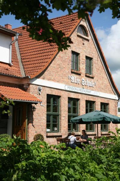 "Hotel Pictures: Pension & Restaurant ""Alte Schule"", Kluis"