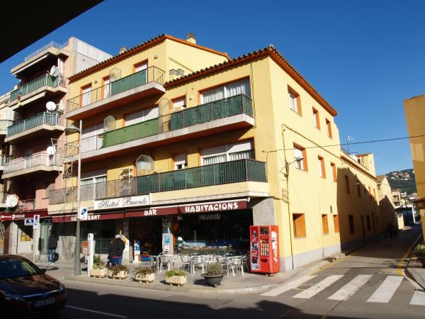 Hotel Pictures: Hostal Barnes, Santa Cristina dAro