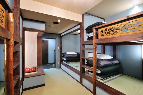 Deluxe Six Beds Private Bedroom with Ensuite