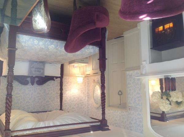Superior Room with Four Poster Bed