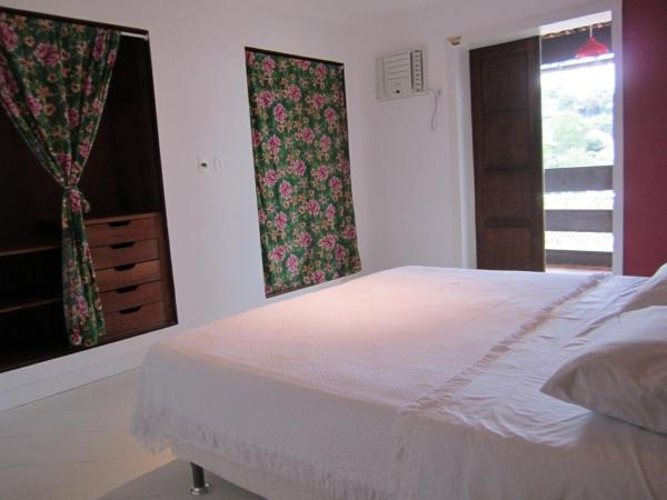 Deluxe Room with Balcony and Shared Bathroom