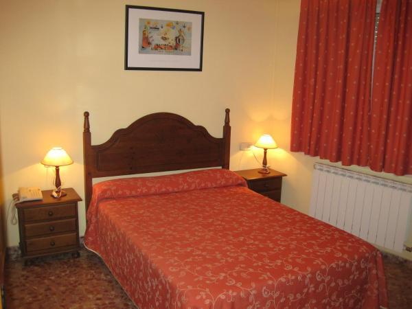 Hotel Pictures: Hostal Alvaro I, Alborea