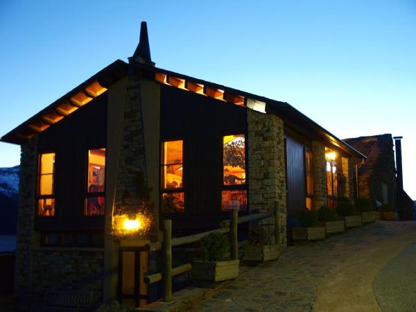 Hotel Pictures: Camping Can Fosses, Planoles