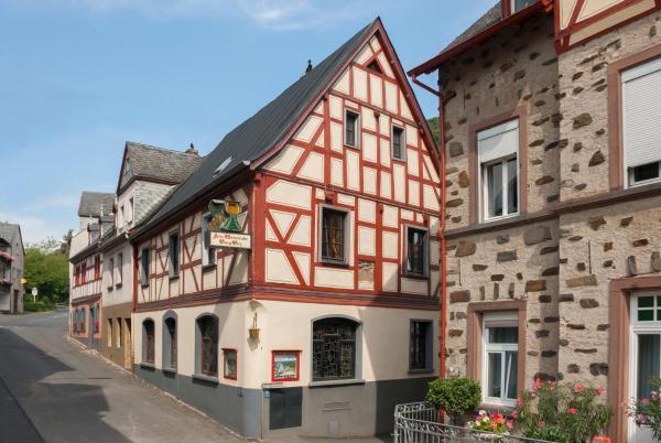 Hotel Pictures: Alte Weinstube Burg Eltz, Treis-Karden