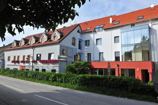 Hotellikuvia: Gasthof Hotel Zur goldenen Krone, Furth