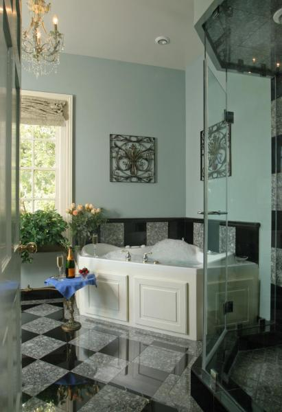 King Suite with Spa Bath - River View - Oge House on the Riverwalk