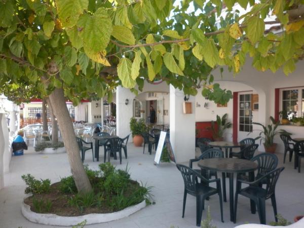 Hotel Pictures: Hostal Casa Paca, Riumar