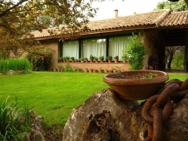 Hotel Pictures: Casa Rural El Roblon, Sartajada