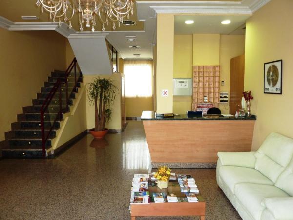 Hotel Pictures: Hostal La Morada, La Cistérniga