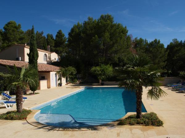 Hotel Pictures: Chambres d'hôtes Roque Blanc en Provence, La Roque-d'Anthéron
