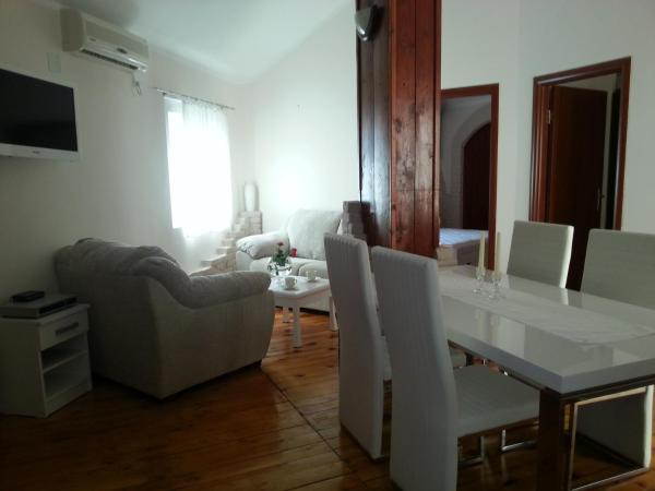 Two-Bedroom Apartment with Terrace - Mihajla Mustura Street 3