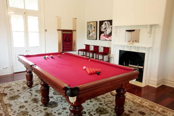 Queen Avon Room