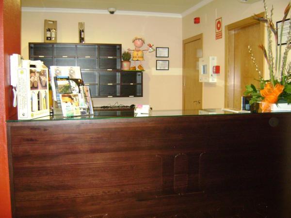 Hotel Pictures: Hostal Jijones, Villarrubia de los Ojos