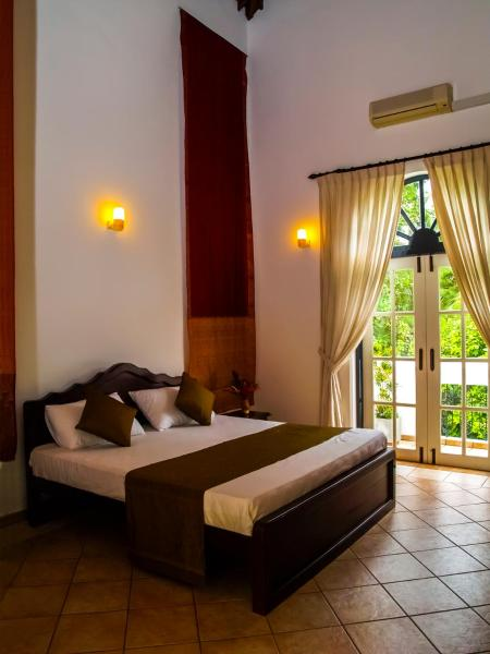 Deluxe Double Room With One Way Airport Transfer