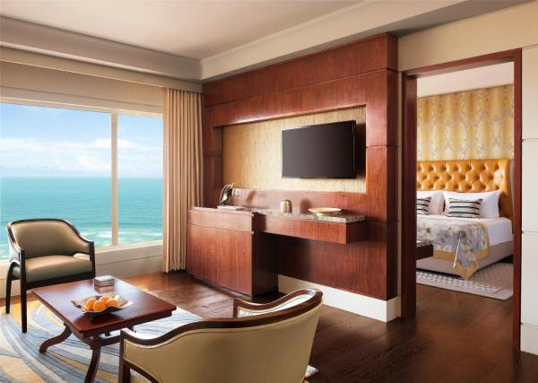 One-Bedroom Deluxe Suite with Ocean View