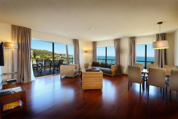 Deluxe Three-Bedroom Apartment with Ocean View