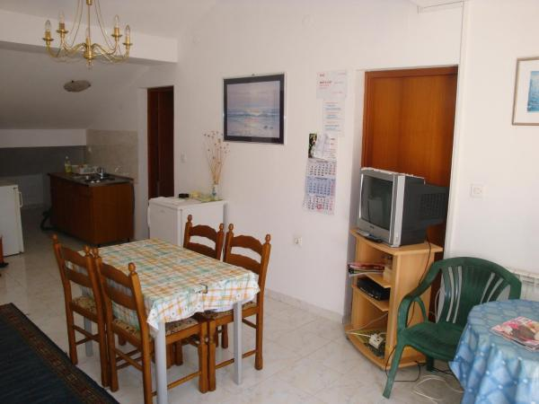 Three-Bedroom Apartment with Sea View  (10 Adults)