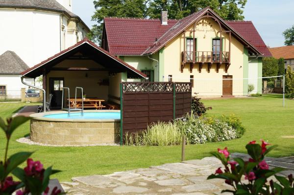 Hotel Pictures: Penzion Stara Posta Potstejn, Potštejn