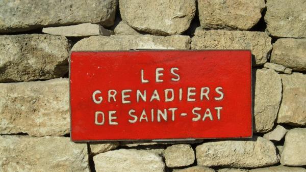 Hotel Pictures: B&B - Les Grenadiers de Saint Sat, Saint-Saturnin-d'Apt