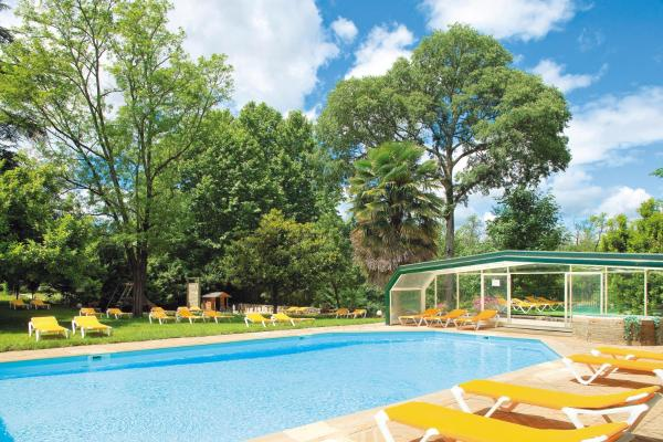 Hotel Pictures: Logis Hotel Les Cedres, Joyeuse