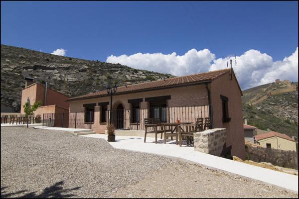 Hotel Pictures: Apartamentos Barrena, Albarracín
