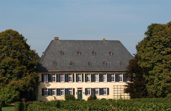 Hotel Pictures: Gutshotel Baron Knyphausen, Eltville