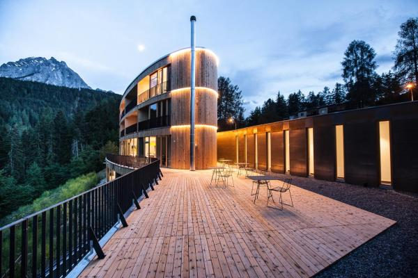 Hotel Pictures: , Scuol