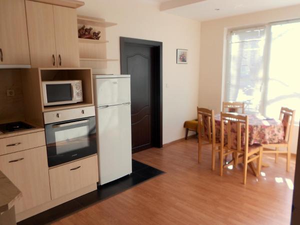 Hotellbilder: Varbanovi Guest Rooms, Gabrovo