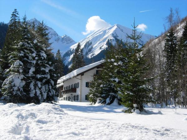 ホテル写真: Pension Berktold, Bichlbach