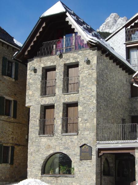 Hotel Pictures: Hotel Valle De Izas, Sallent de Gállego