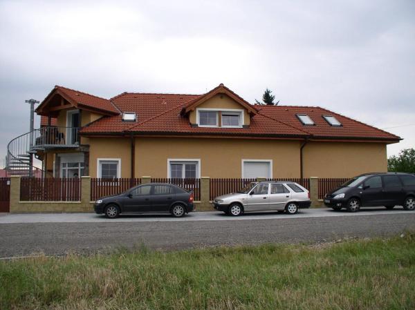 Hotel Pictures: Penzion Rozkoš, Pruhonice