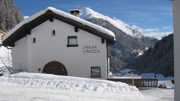 Hotel Pictures: Chasa Ureza, Samnaun